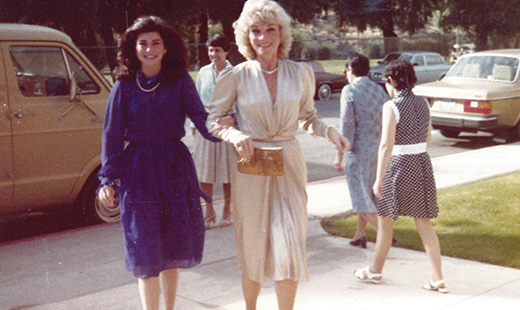 The Judy Fund chair Elizabeth Gelfand Stearns looks glamorous while walking arm in arm with her mother, Judy Gelfand.